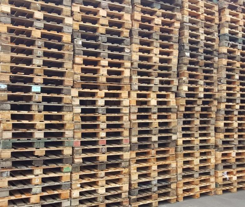 Palete de madeira usado
