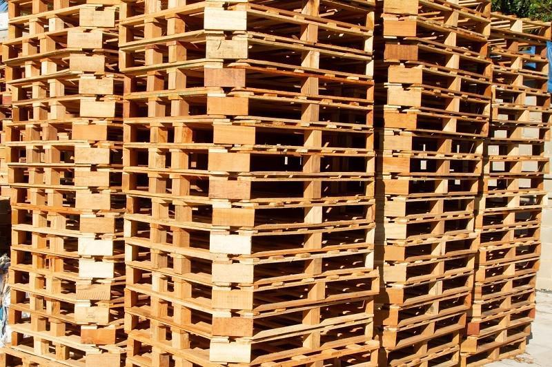 Paletes de madeira usados