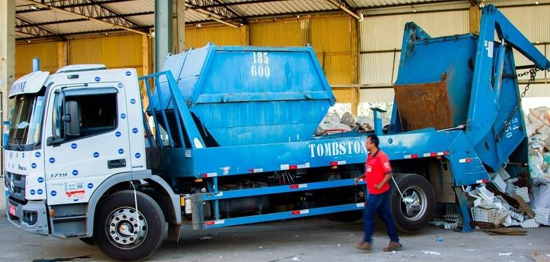 Serviço de coleta e transporte de lixo